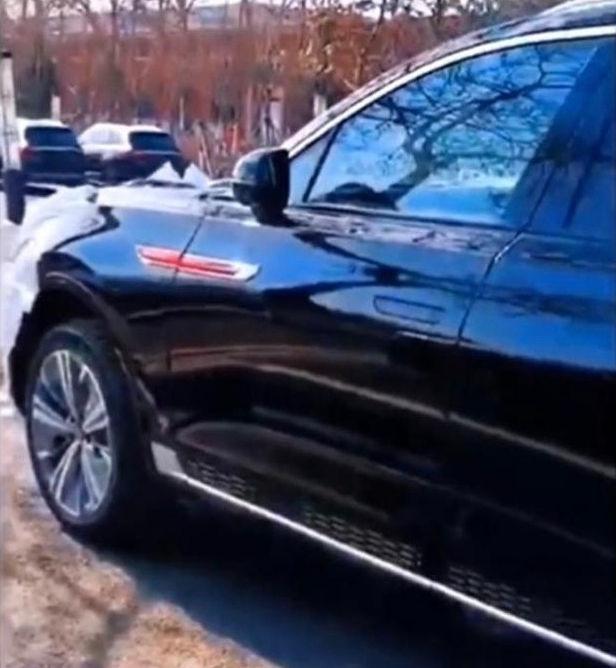 Rolls-Royce Trung Quốc Hongqi E115 lộ mặt, khoe tản nhiệt lớn hơn cả BMW - Ảnh 2.