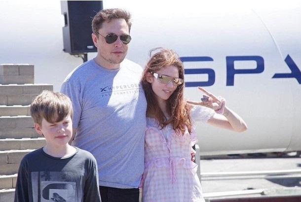 Chuyện tình từ một dòng tweet 'vu vơ' về AI giữa Elon Musk và bạn gái kém 16 tuổi: Chẳng ai quá bận để yêu đương, dù đó là kẻ cuồng việc như ông chủ Tesla! - Ảnh 3.