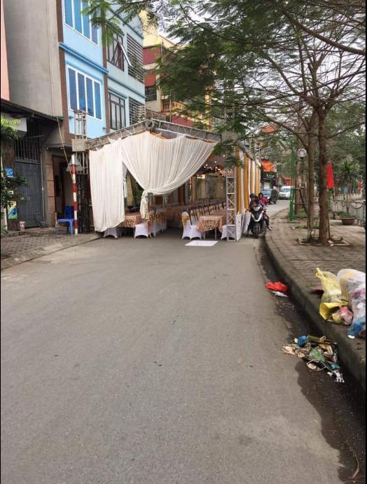 Hình ảnh rạp cưới dựng chiếm nguyên cả làn đường, dân mạng ngán ngẩm: Sợ người ta không biết nhà có hỉ hay sao? - Ảnh 5.