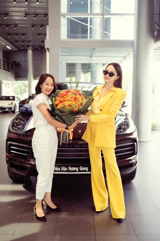 Sắm Porsche Cayenne 2020, hoa hậu Hương Giang tuỳ chọn riêng màu ngoại thất với giá hơn 70 triệu đồng - Ảnh 2.