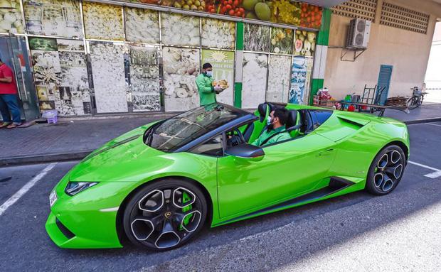Chỉ có ở Dubai: chủ siêu thị đi Lamborghini để... ship xoài cho khách - Ảnh 3.