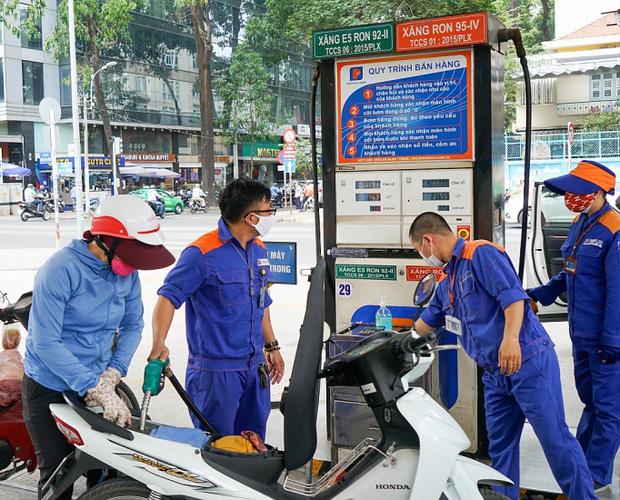 Giá xăng tiếp tục tăng mạnh, vọt lên gần 15.000 đồng/lít kể từ 15h chiều nay - Ảnh 1.