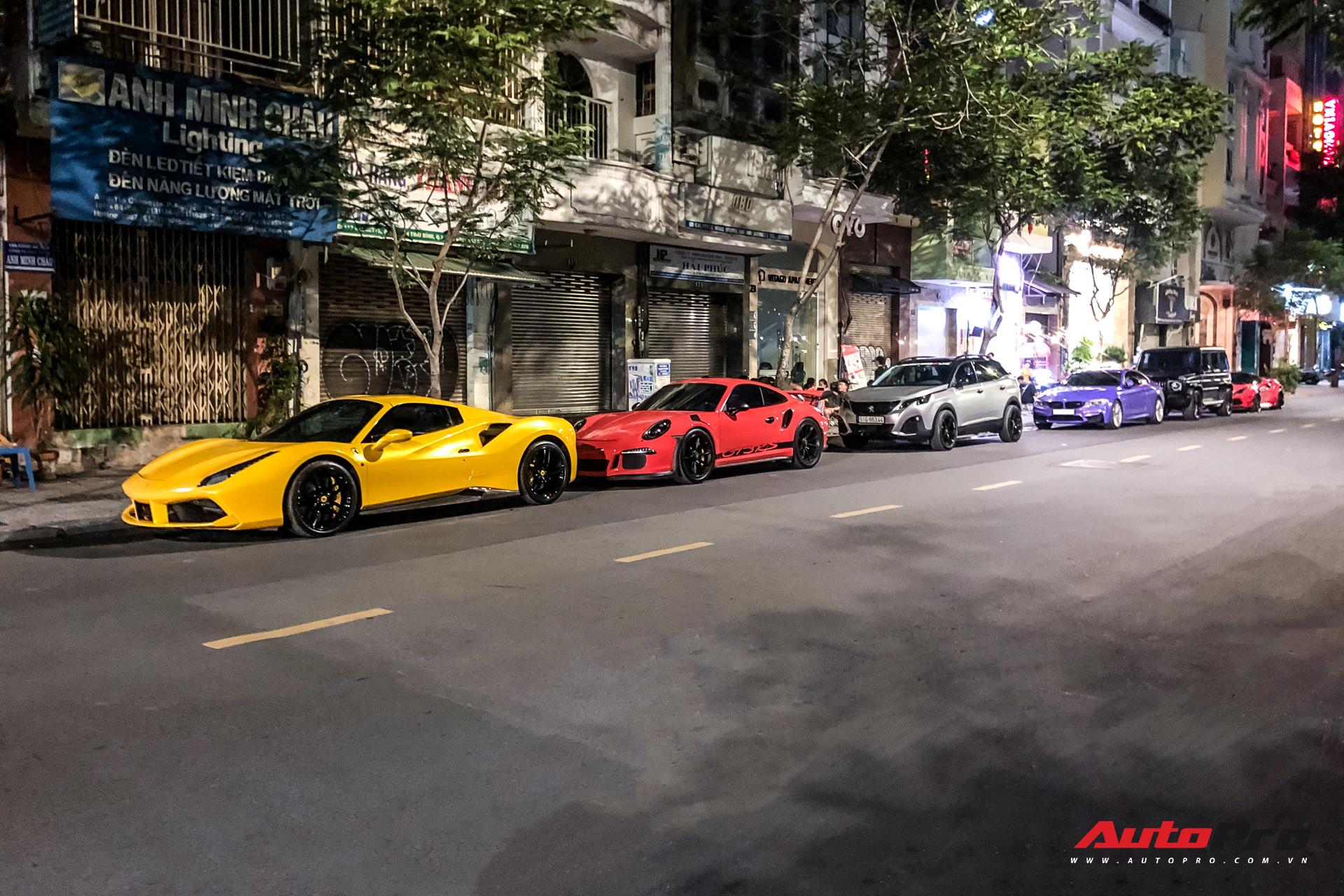 Vừa thành lập hội siêu xe thứ 2 Việt Nam, dàn ''tắc kè hoa'' của Evo Team quy tụ tại trung tâm Sài Gòn
