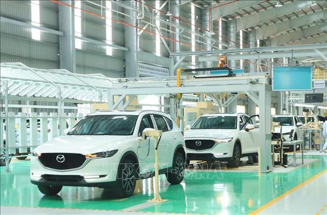 Sức mua ô tô của người Việt sụt giảm mạnh - Ảnh 1.