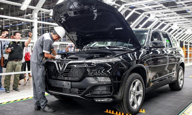 Sức mua ô tô của người Việt sụt giảm mạnh - Ảnh 2.