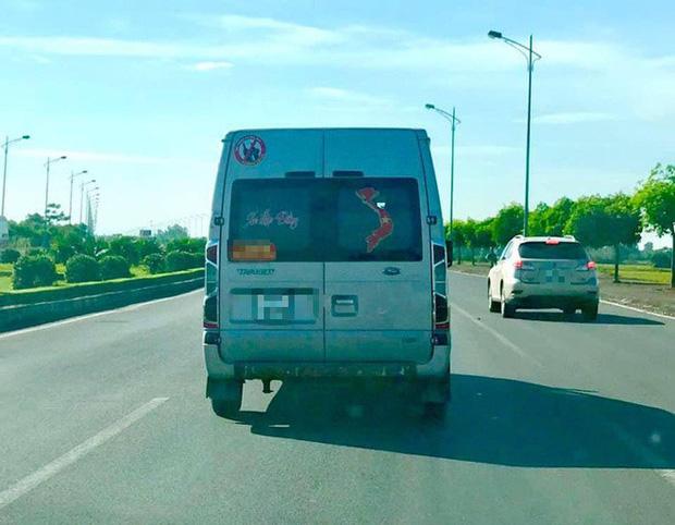 Ô tô, xe máy dán bản đồ Việt Nam thiếu Hoàng Sa, Trường Sa sẽ bị xử nghiêm - Ảnh 2.