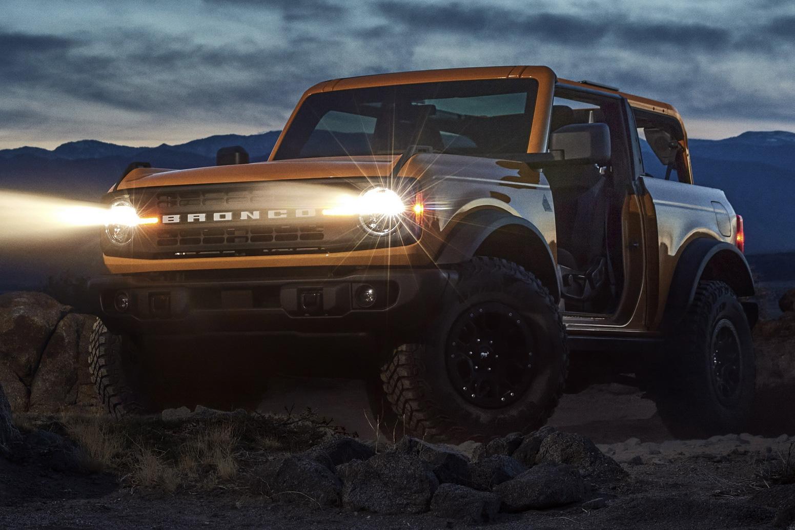 Ford Bronco chính thức chào sân: Trở lại để thống trị thị trường SUV off-road