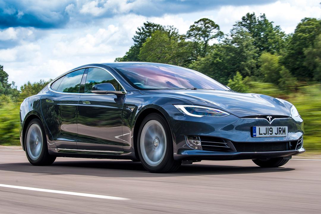 Tesla bắt đầu 'sợ' các hãng xe truyền thống