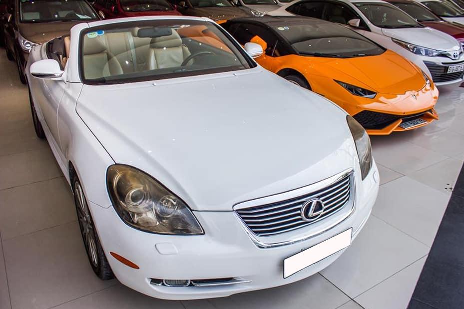12 năm tuổi, xe chơi Lexus SC430 vẫn có giá đắt hơn Mercedes-Benz C-Class 2020 'đập hộp'