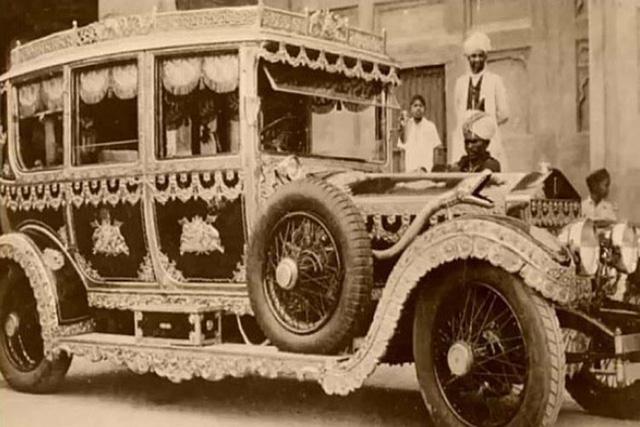 Mua hẳn 6 chiếc Rolls-Royce chỉ để... chở rác, vị vua Ấn Độ khiến giới kinh doanh sững sờ nhưng tâm phục khẩu phục khi biết lý do thực sự đằng sau - Ảnh 2.