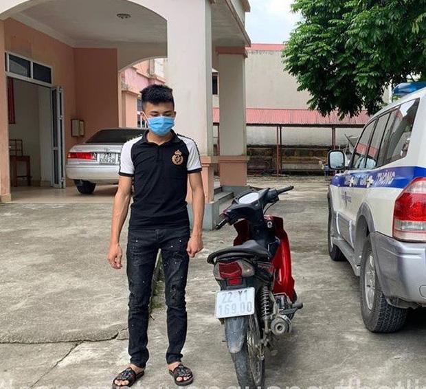 Tuyên Quang: Nam thanh niên mặc váy, bốc đầu xe máy để câu view bị xử phạt hơn 8 triệu đồng - Ảnh 1.