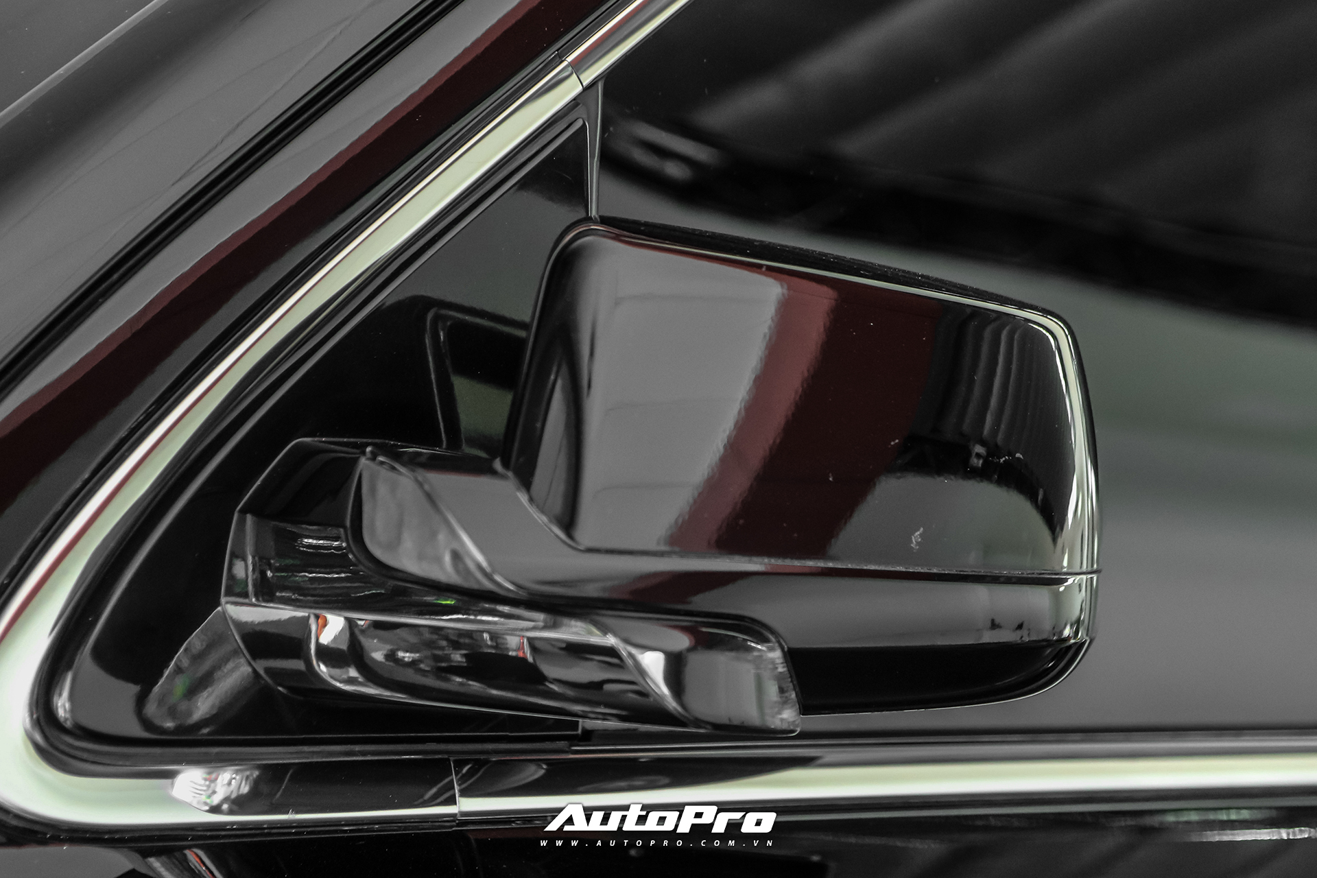 75% vật liệu chế tạo khung gầm của chiếc xe là loại thép cường độ cao, mang tới không gian bên trong yên tĩnh và khả năng kiểm soát tốt. Một số tính năng an toàn tiêu chuẩn có thể kể đến cảnh báo va chạm, hỗ trợ chuyển làn, cảnh báo nhập làn, cảnh báo phương tiện cắt ngang, phanh tự động, ga tự động thích ứng và GM Alert Seat. Tính năng GM Alert Seat sẽ chủ động đưa chuyển động rung tới người lái để cảnh báo trong trường hợp khẩn cấp.