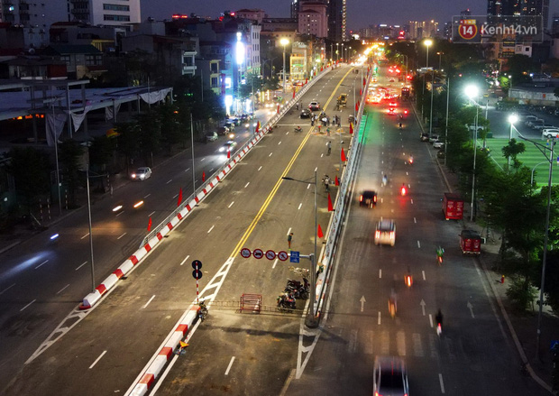 Chùm ảnh: Nhìn từ trên cao cây cầu vượt dầm thép nối liền 3 quận nội thành Hà Nội trước ngày thông xe - Ảnh 17.