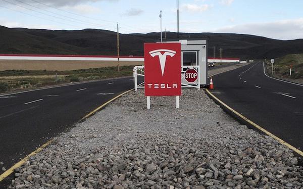 Tesla suýt bị dính mã độc tống tiền  - Ảnh 1.