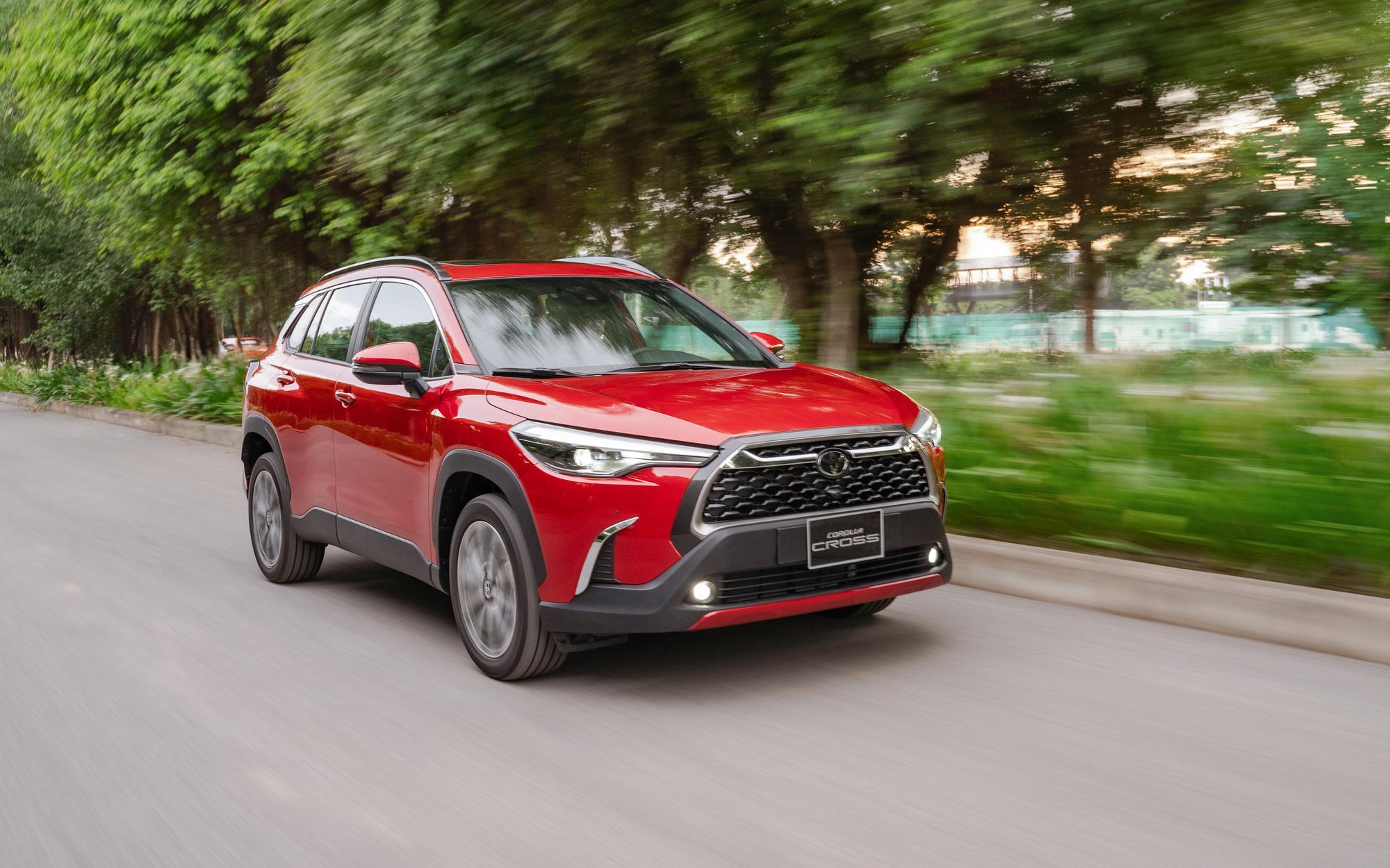 Toyota Corolla Cross vừa ra mắt thị trường Việt Nam.