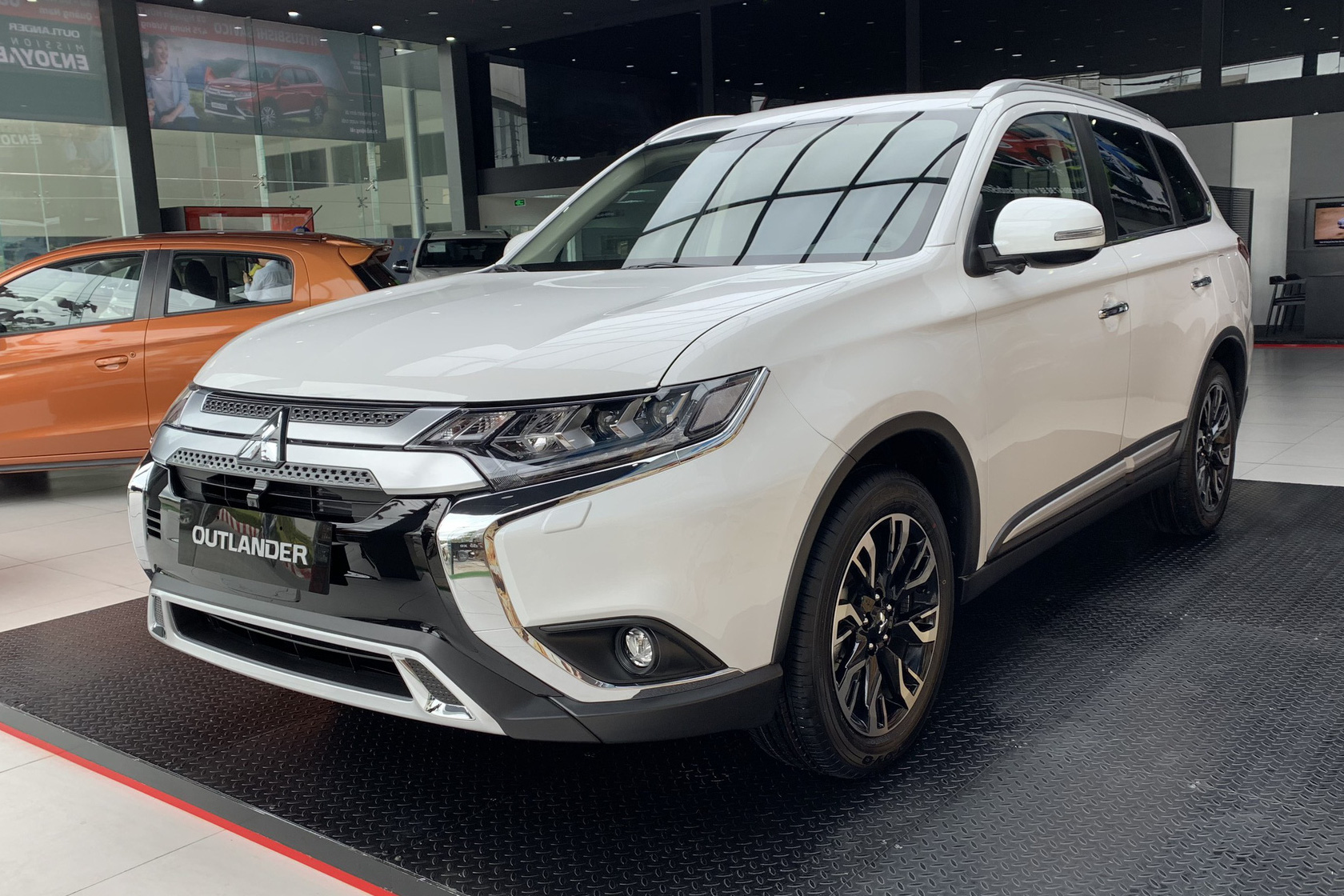 Mitsubishi khuyến mại tất tay các dòng xe đang bán ở Việt Nam