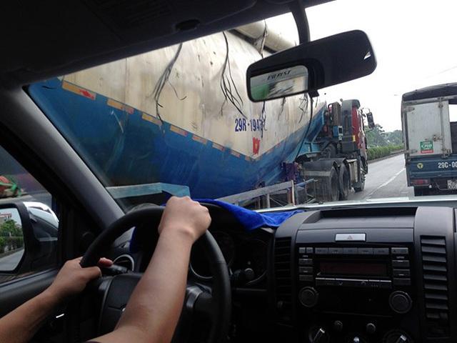 Làm thế nào để an toàn khi lái xe bên cạnh xe cỡ lớn? - Ảnh 2.