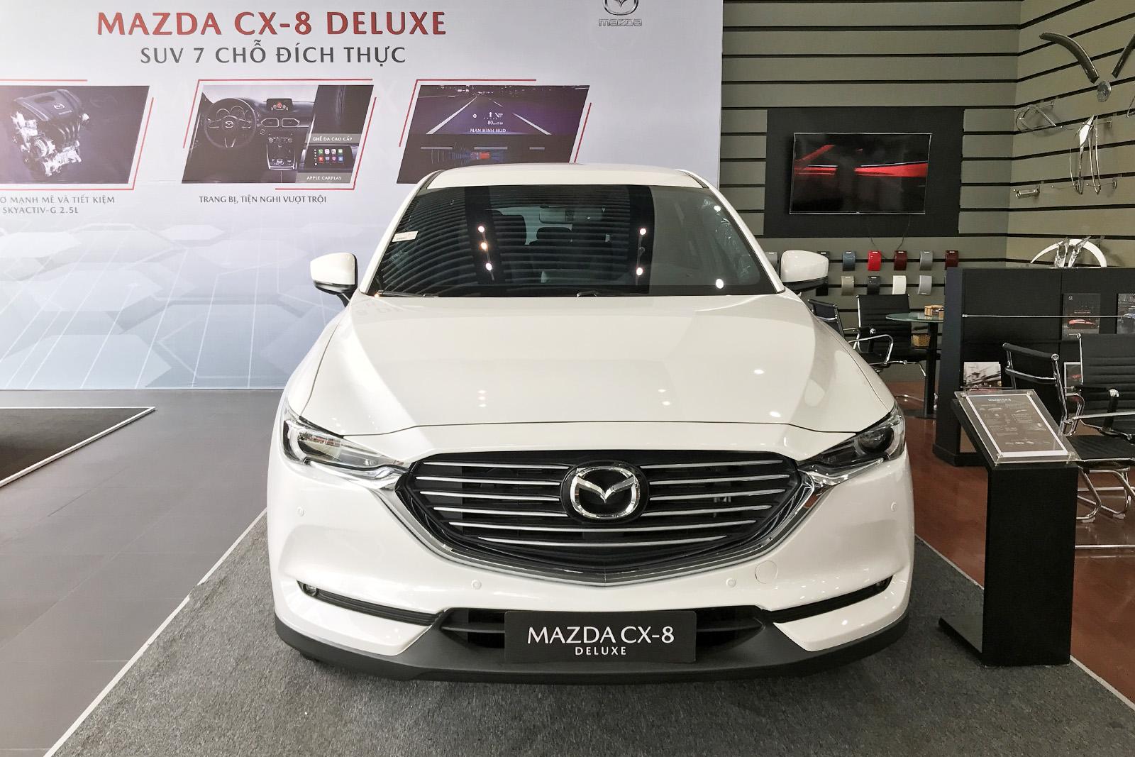 Mazda CX-8 bản Deluxe tiêu chuẩn.