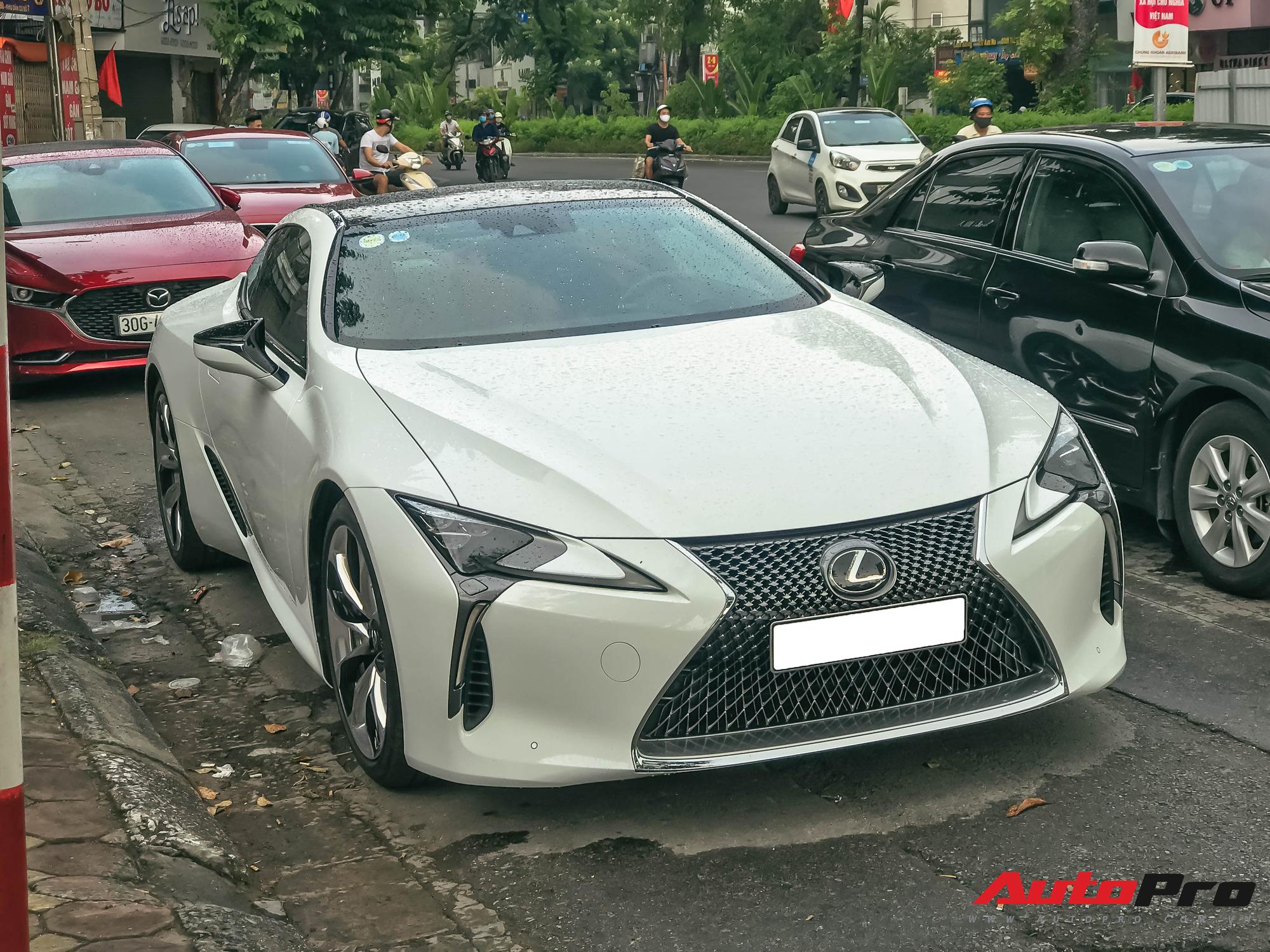 Chiếc Lexus LC500 thứ 3 xuất hiện tại Việt Nam.
