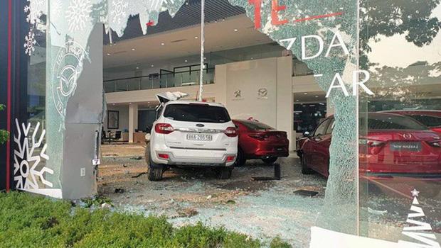 Thông tin mới nhất vụ nữ tài xế lái ô tô tông thẳng vào showroom khiến 1 người tử vong - Ảnh 2.