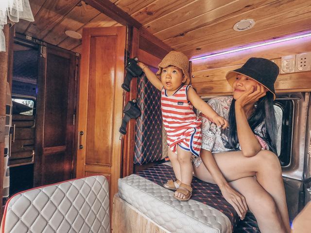 Chi 250 triệu đồng để biến xe cũ thành nhà, đôi vợ chồng trẻ thực hiện hành trình xuyên Việt trong không gian sống chỉ 6m2  - Ảnh 17.