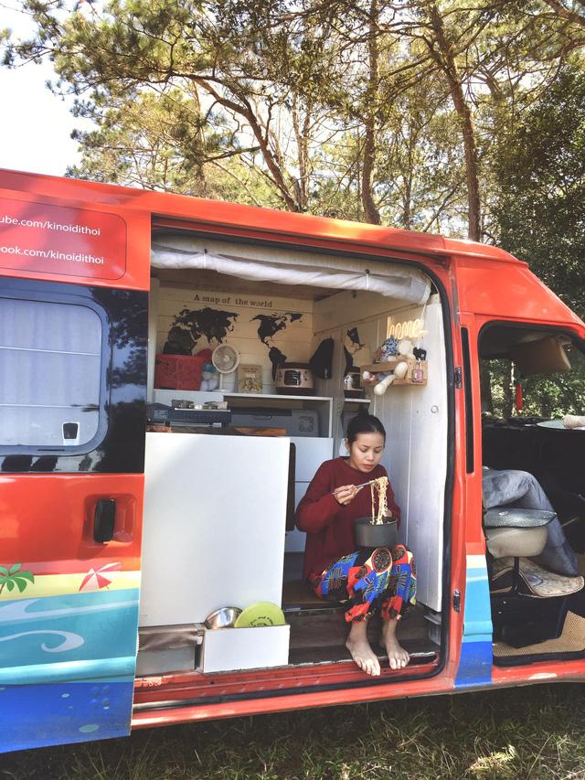 Chi 250 triệu đồng để biến xe cũ thành nhà, đôi vợ chồng trẻ thực hiện hành trình xuyên Việt trong không gian sống chỉ 6m2  - Ảnh 20.