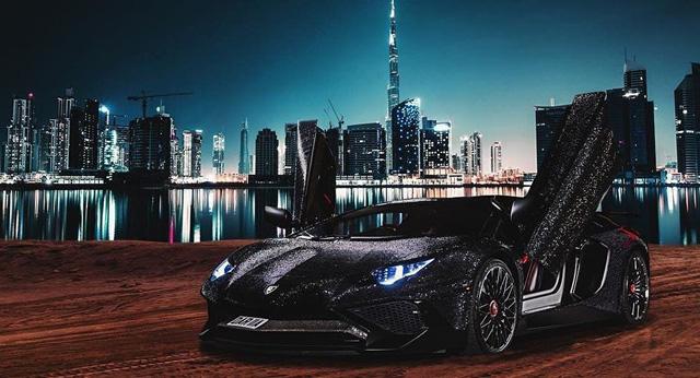 Ô tô đính 1.000.000 viên pha lê lấp lánh thì trông sẽ như thế nào? Nếu bạn chưa tưởng tượng ra thì hãy xem chiếc Mercedes từng gây náo loạn MXH này - Ảnh 3.