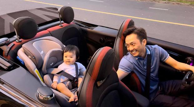 Ái nữ nhà Nguyễn Quốc Cường xắn quần rửa Mercedes-AMG GT R quá 'có tâm', Minh Nhựa nhanh tay vào 'chốt đơn' nhờ rửa siêu xe - Ảnh 4.