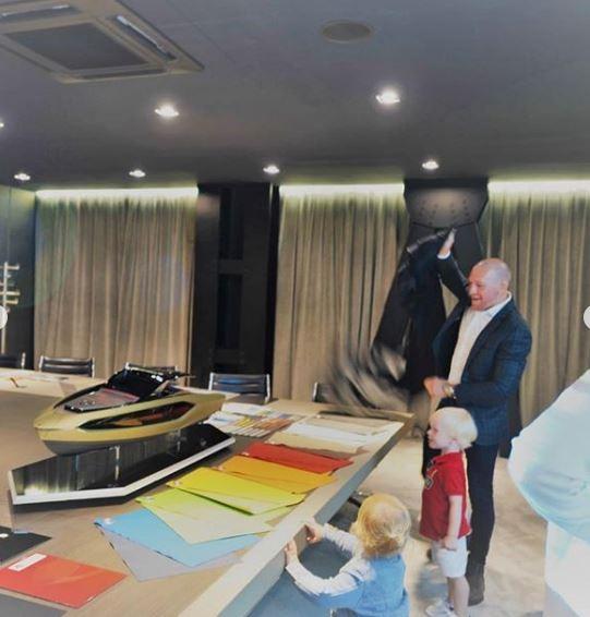 Sau thời gian dài chờ mòn mỏi, Conor McGregor sắp được nhận siêu du thuyền Lamborghini Tecnomar giá hơn 3,5 triệu USD - Ảnh 3.