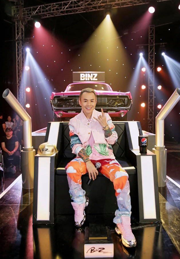 Soi dàn xe chống lưng giám khảo Rap Việt mùa 2: Toàn xe tiền tỷ đến từ Mỹ, có mẫu đắt như Mercedes-Benz S-Class - Ảnh 6.
