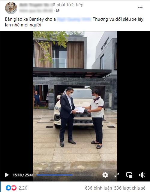 Lễ bàn giao Bentley Bentayga độc nhất Việt Nam: Đổi xe siêu sang lấy đúng 2 cây lan, giá trị hàng chục tỷ đồng - Ảnh 1.