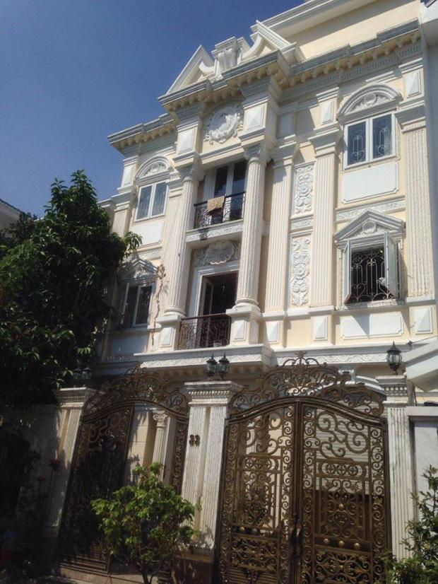 Minh Hằng giàu cỡ nào: Dinh thự như cung điện phủ trắng ở trung tâm quận 2, xế hộp