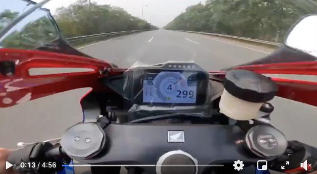 Hà Nội: Xác minh tài xế cố tình che biển số phóng 299 km/h trên Đại lộ Thăng Long - Ảnh 1.