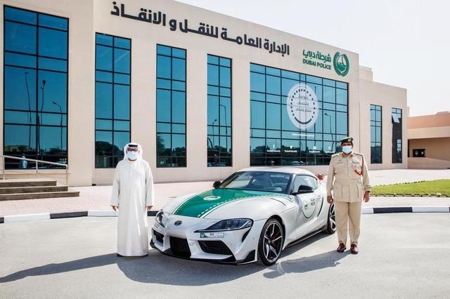 Dàn siêu xe tuần tra của cảnh sát Dubai: Toàn những cái tên đắt đỏ, tốc độ đạt đỉnh cao, mục đích là để thân thiện với người dân  - Ảnh 1.