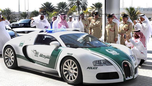 Dàn siêu xe tuần tra của cảnh sát Dubai: Toàn những cái tên đắt đỏ, tốc độ đạt đỉnh cao, mục đích là để thân thiện với người dân  - Ảnh 2.