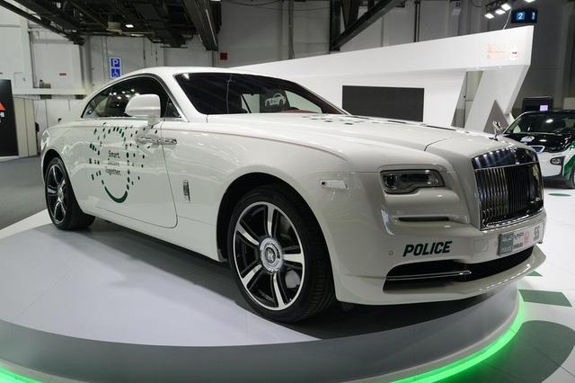 Dàn siêu xe tuần tra của cảnh sát Dubai: Toàn những cái tên đắt đỏ, tốc độ đạt đỉnh cao, mục đích là để thân thiện với người dân  - Ảnh 13.