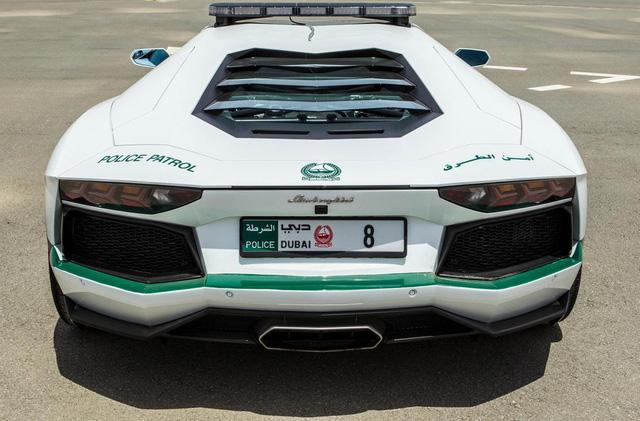 Dàn siêu xe tuần tra của cảnh sát Dubai: Toàn những cái tên đắt đỏ, tốc độ đạt đỉnh cao, mục đích là để thân thiện với người dân  - Ảnh 3.