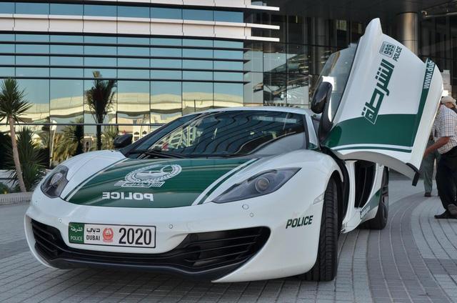 Dàn siêu xe tuần tra của cảnh sát Dubai: Toàn những cái tên đắt đỏ, tốc độ đạt đỉnh cao, mục đích là để thân thiện với người dân  - Ảnh 8.