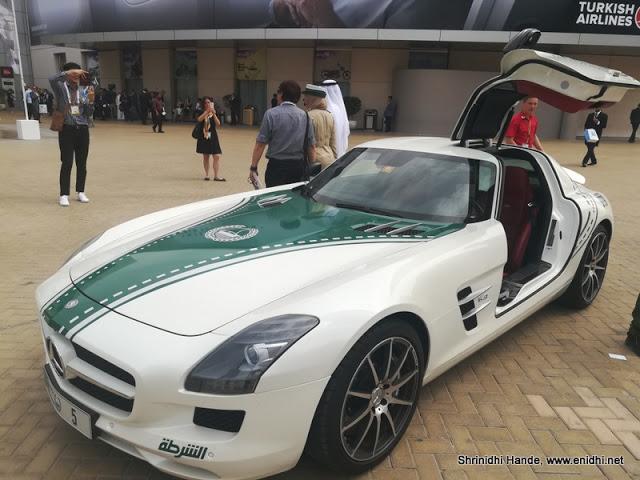 Dàn siêu xe tuần tra của cảnh sát Dubai: Toàn những cái tên đắt đỏ, tốc độ đạt đỉnh cao, mục đích là để thân thiện với người dân  - Ảnh 9.