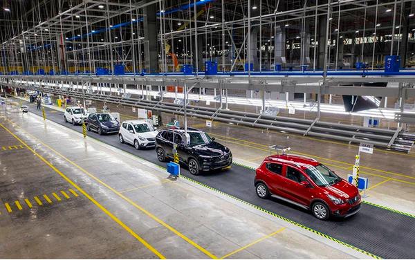 GS Nguyễn Mại chỉ ra cái lý của VinFast khi mở nhà máy xe điện ở Mỹ và chuyện hợp tác với Foxconn - Ảnh 1.