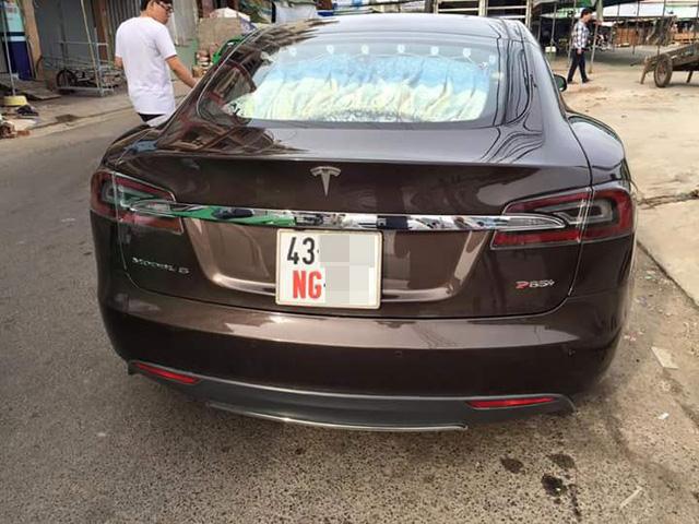 Xót xa hình ảnh Tesla Model S đầu tiên Việt Nam bị phủ bụi kín đặc sau 7 năm về nước - Ảnh 4.