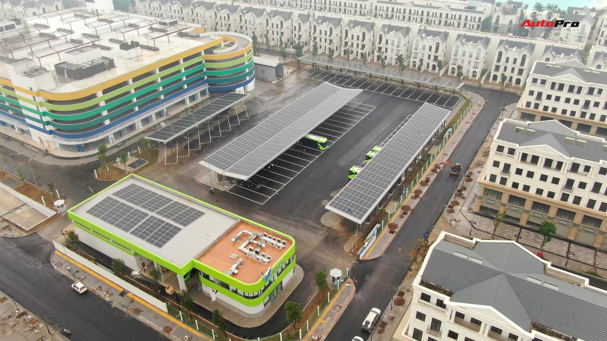 dji0625 16173304465011443042718 16173332897181585856075 VinBus đầu tiên lăn bánh tại Hà Nội: Êm, không khí thải, bãi đỗ có pin mặt trời, có khu rửa xe riêng 'xịn sò'