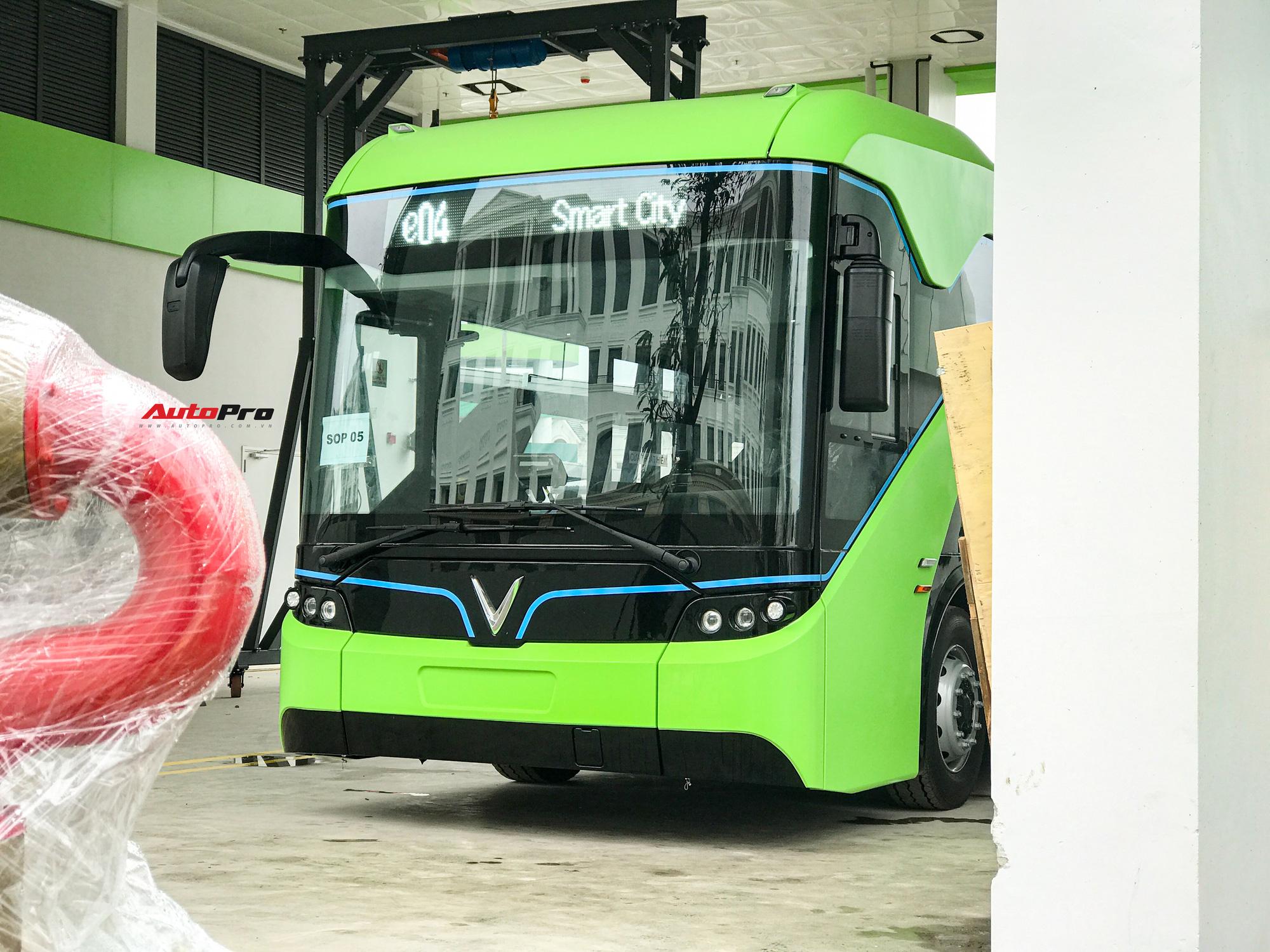 vinbus 1 1617335214281699172262 VinBus đầu tiên lăn bánh tại Hà Nội: Êm, không khí thải, bãi đỗ có pin mặt trời, có khu rửa xe riêng 'xịn sò'