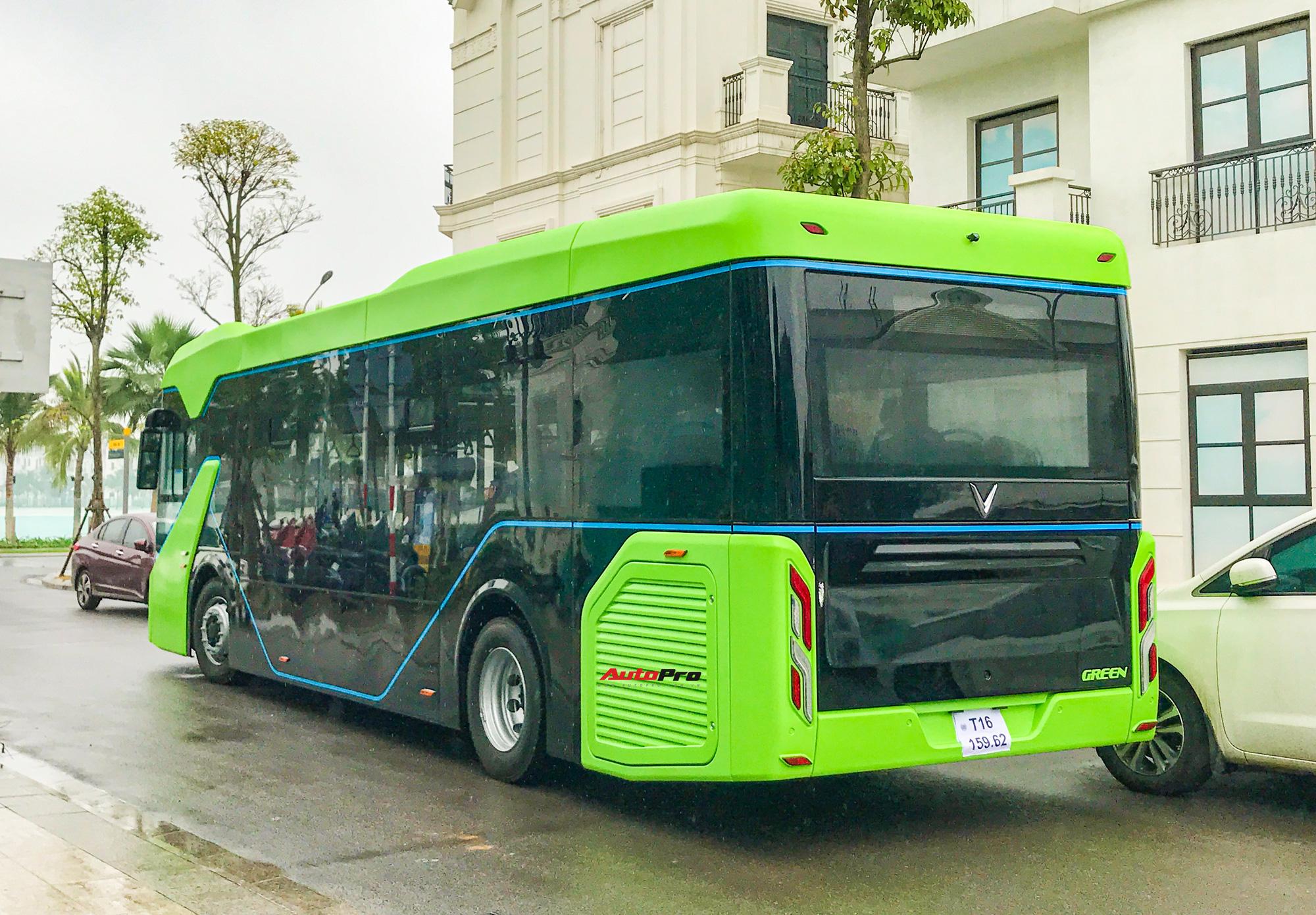 vinbus 4 16173352144041037808508 VinBus đầu tiên lăn bánh tại Hà Nội: Êm, không khí thải, bãi đỗ có pin mặt trời, có khu rửa xe riêng 'xịn sò'