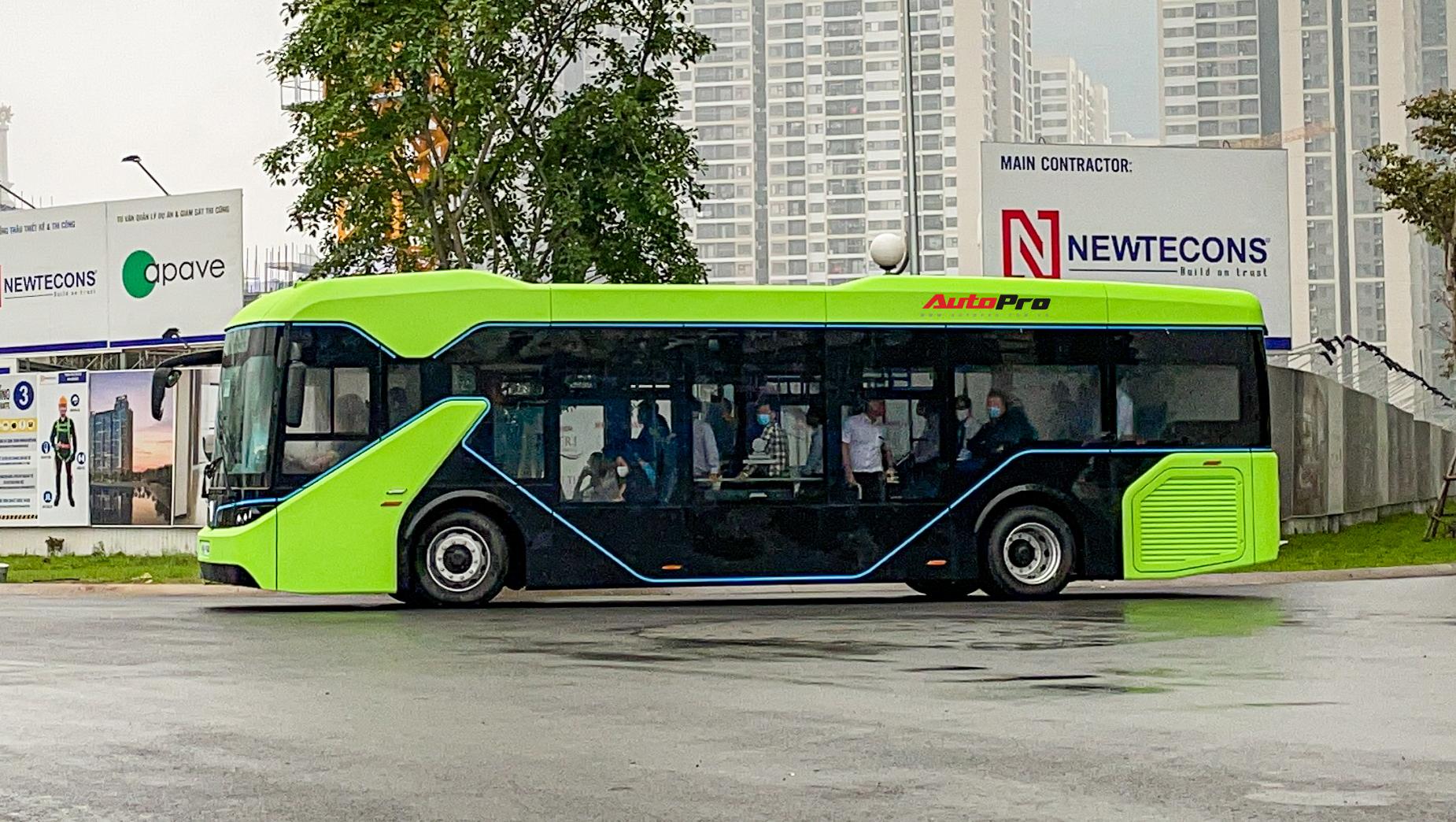 vinbus 7 1617335214450306377295 VinBus đầu tiên lăn bánh tại Hà Nội: Êm, không khí thải, bãi đỗ có pin mặt trời, có khu rửa xe riêng 'xịn sò'