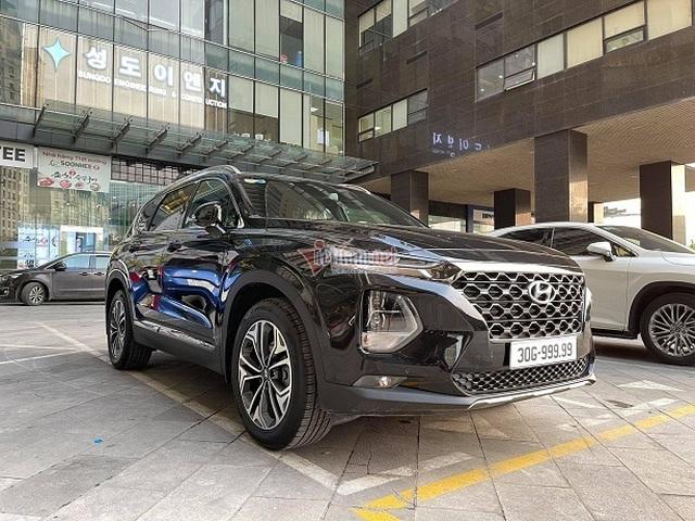 Bán Hyundai Santa Fe biển 555.55, đại gia vẫn dư gần nửa tỷ nếu tậu Mercedes-Benz GLC 300 AMG đập hộp - Ảnh 4.