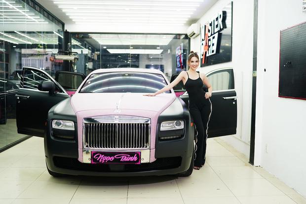 Siêu xe Rolls-Royce mới tậu của Ngọc Trinh thực ra chỉ là dòng đã qua sử dụng, giá không đến 30 tỷ đồng? - Ảnh 2.