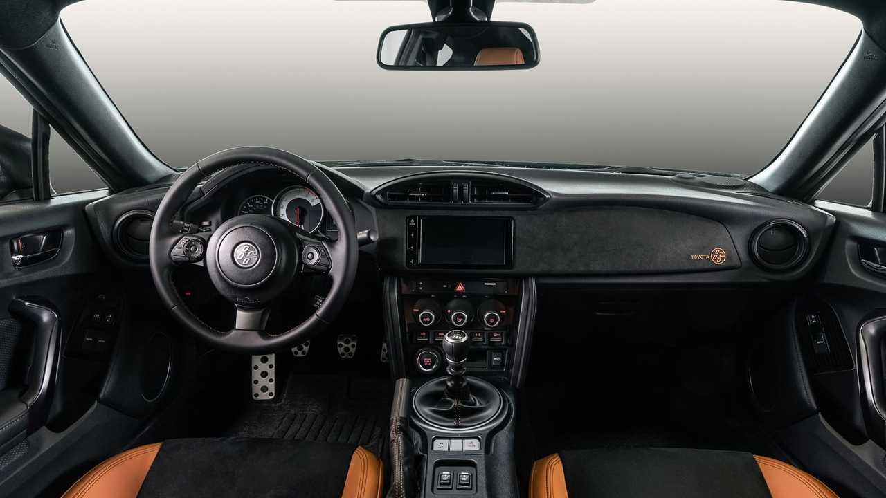 Xe the thao gia re Toyota GR 86 moi khac GT 86 cu ra sao