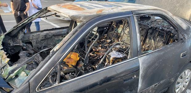 Xe ô tô bất ngờ biến thành ngọn đuốc bốc cháy dữ dội trong tích tắc, nguyên nhân chỉ từ lọ nước rửa tay khô quen thuộc - Ảnh 3.