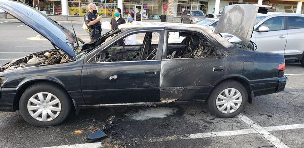 Xe ô tô bất ngờ biến thành ngọn đuốc bốc cháy dữ dội trong tích tắc, nguyên nhân chỉ từ lọ nước rửa tay khô quen thuộc - Ảnh 4.